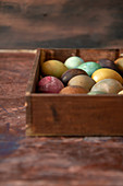 Color eggs in the box