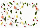 Stilleben mit Feigen, Zitronen, Rosenkohl, Kräutern und Gewürzen