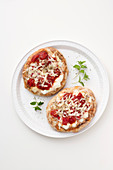 Gratinated pita bread with tomatoes and scamorza