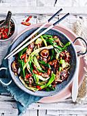Hoisin-Rindfleisch mit Gemüse und Chili (Asien)