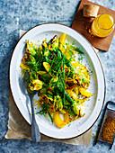 Gegrillte Zucchiniblüten auf Orangen-Kräuter-Salat