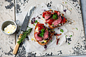 Grilled peppers with roast beef on bread