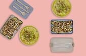 Gefüllte Zucchini und Gemüsesuppe mit Hackfleisch und Kichererbsen (Meal Prep)