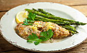 Lemon chicken with green asparagus