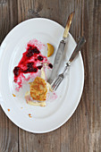 Remains of cordon bleu with fried potatoes and cranberries