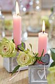 Kerzendeko mit Rosen zum Valentinstag