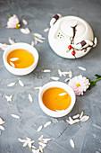 Teeservice mit Tasse und Teekanne