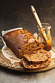Malt fruit and date loaf