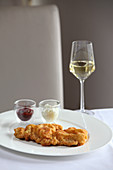 Wiener schnitzel with white wine
