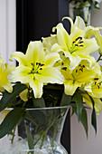 Strauß aus gelben Lilien