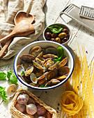 Steamed Venus clams