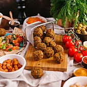 Falafel with hummus, pitta bread and ingredients