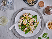 Wholemeal tagliatelle with spinach and peas