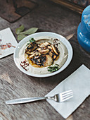 Hummus mit Pilzen (Arabien)