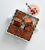 Almond brownies with a strawberry and yoghurt shake