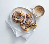 Marble cake rings with a cinnamon cappuccino