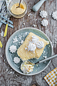 Zitronen-Tiramisu aus Biscuits, Zitronensirup, Lemon Curd und Baiser