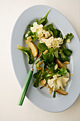 Lamb's lettuce with pears, cheese and flaked almonds
