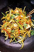 Curried Spätzle (soft egg noodles from Swabia) with tofu in a wok