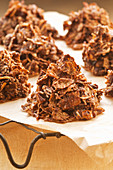 Bran flake crispy cakes with chocolate and dates