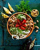 Bowl mit Cannellini, Auberginenmousse, Tomaten, Fenchel und Cashewkernen