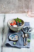 Yoghurt with strawberries, blueberries, oats and mint