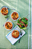 Goat's cheese and honey tartlets, and spinach salad with figs and bacon