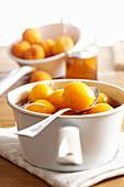 Aprikosen, in Cognac eingelegt