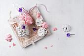 Baisers mit Veilchenblüten zum Verschenken