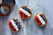 Berry tartlets with cream (France)