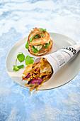Naturküche: Bagel mit Wachtel dazu frittierte Wurzelgemüsechips