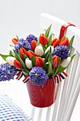 Strauß aus Tulpen und Hyazinthen