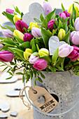 Tulpenstrauß mit Herzen zum Valentinstag