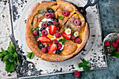 Dutch Baby mit Beeren