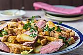 Ente mit Bratkartoffeln und Croutons