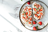 Bread with orange ricotta, strawberries, honey and thyme