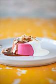 Pink Kokos-Pannacotta mit Miso-Karamell (vegan)