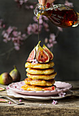 Fig pancakes with maple syrup