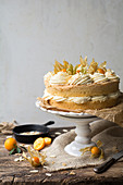 Kumquat cake with cream