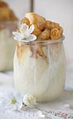 Vanilla yoghurt with apple and raisins