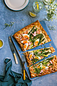 Asparagus tart with tuna and cooked eggs