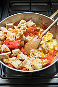 Pappa al pomodoro (Toskanische Tomaten-Brot-Suppe) zubereiten