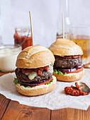 Cheeseburgers with Tomato Relish