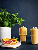 Zitrus-Smoothies mit Kokos