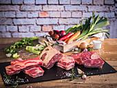 Rindfleisch (Suppenfleisch), Gemüse, Salz und Pfeffer