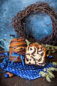 Kulitsch (traditioneller Osterkuchen, Russland) mit Kakao