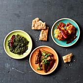 Afghanische Gerichte: Okra, Blumenkohl und Spinat mit Fladenbrot