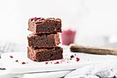 Brownie bites with chocolate and dried raspberries