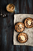 Mini tarts with peanut butter, banana and chocolate