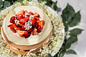 Elder cake with strawberries